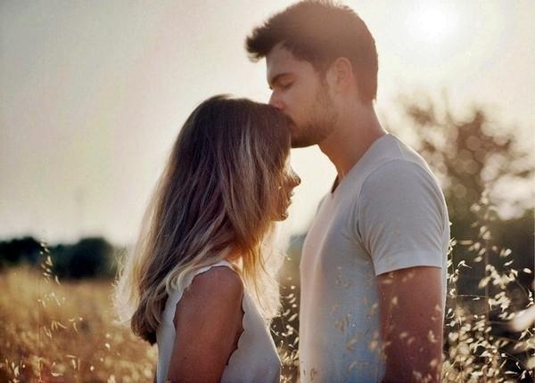hôn lên tóc