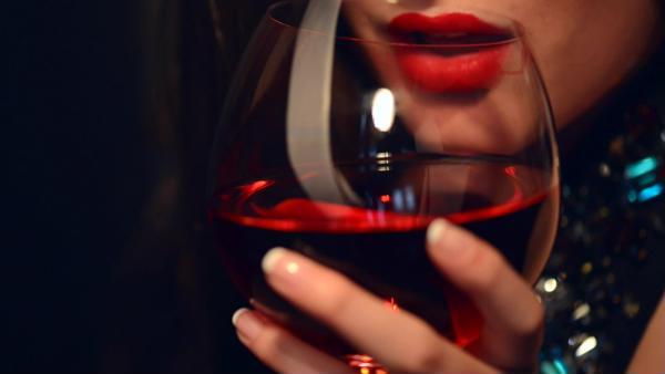 tăng ham muốn nhờ uống rượu vang đỏ