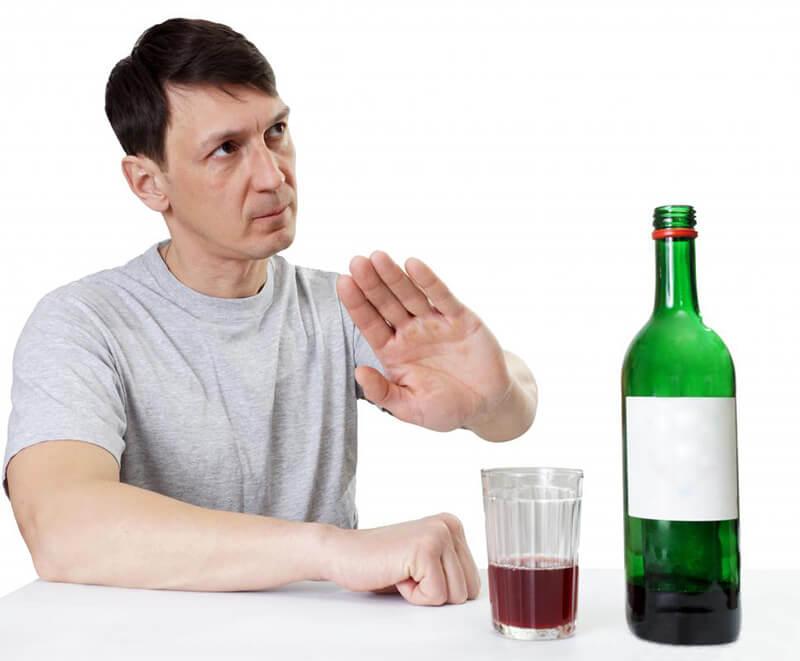 Không nên uống quá nhiều thức uống chứa cồn trong mọi trường hợp
