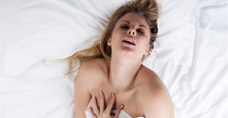 Khi đạt cực khoái, phụ nữ thường co giật nhẹ