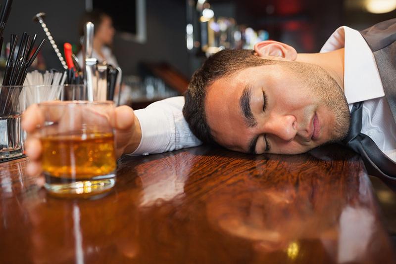 Rượu bia là nguyên nhân hàng đầu gây nên bệnh xơ gan